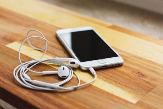 Mobile Phone & Earphones