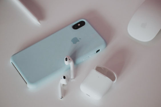 Smartphone & Airpods
